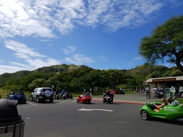 ダイアモンドヘッド駐車場。お天気、回復!