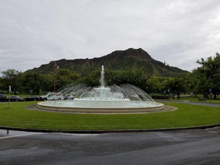 カピオラニ公園に設置されている噴水。鳳凰を戴いてるので「鳳凰噴水塔」と呼ばれている。日本人が作るのに尽力