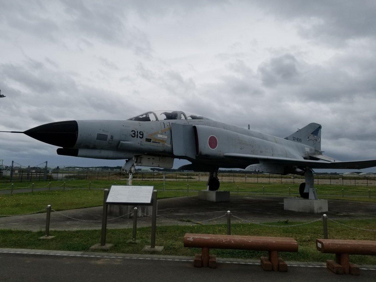 茨城空港お隣の百里基地、戦闘機展示