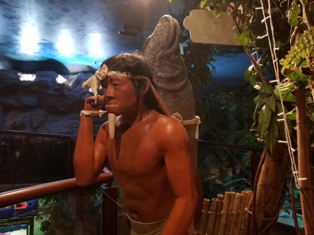 コエックス・アクアリウム:魚をもつ原始人