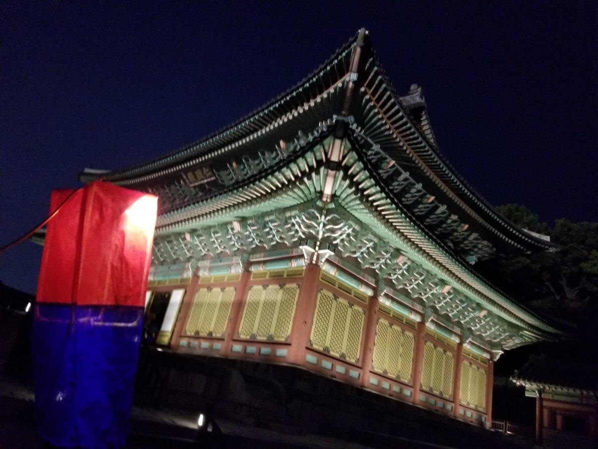 昌徳宮:月明かり紀行:提灯(赤と青)