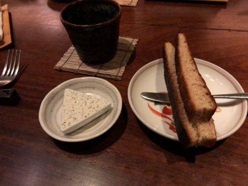 今彩:全粒粉のパン/ガーリックとバジルのクリームチーズ