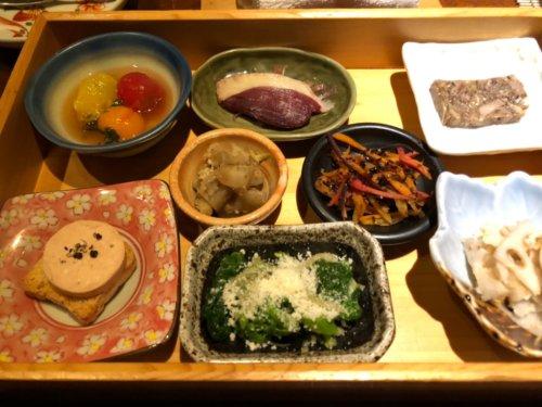 今彩:8種の前菜