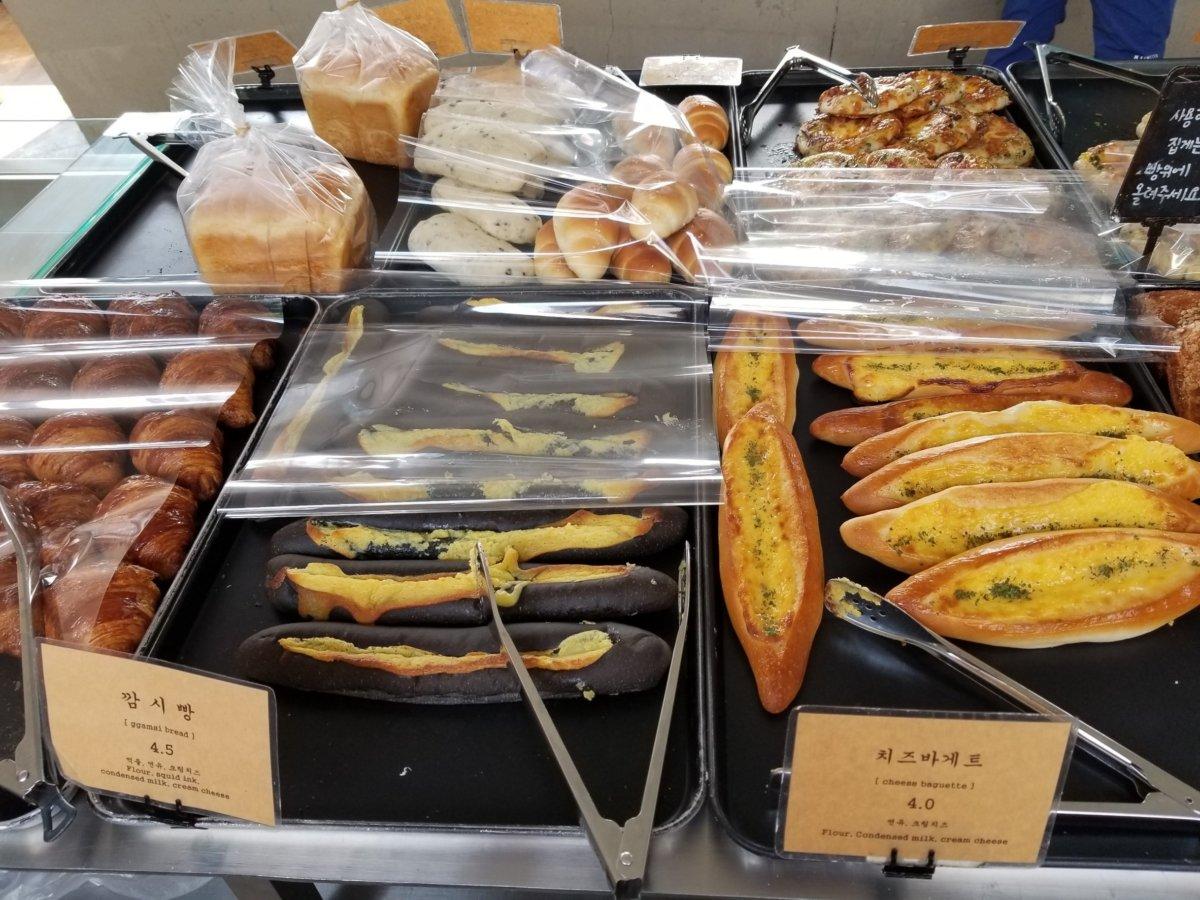 チャンミンゆかりのカフェcafeonion(カフェオニオン):美味しそうなパン