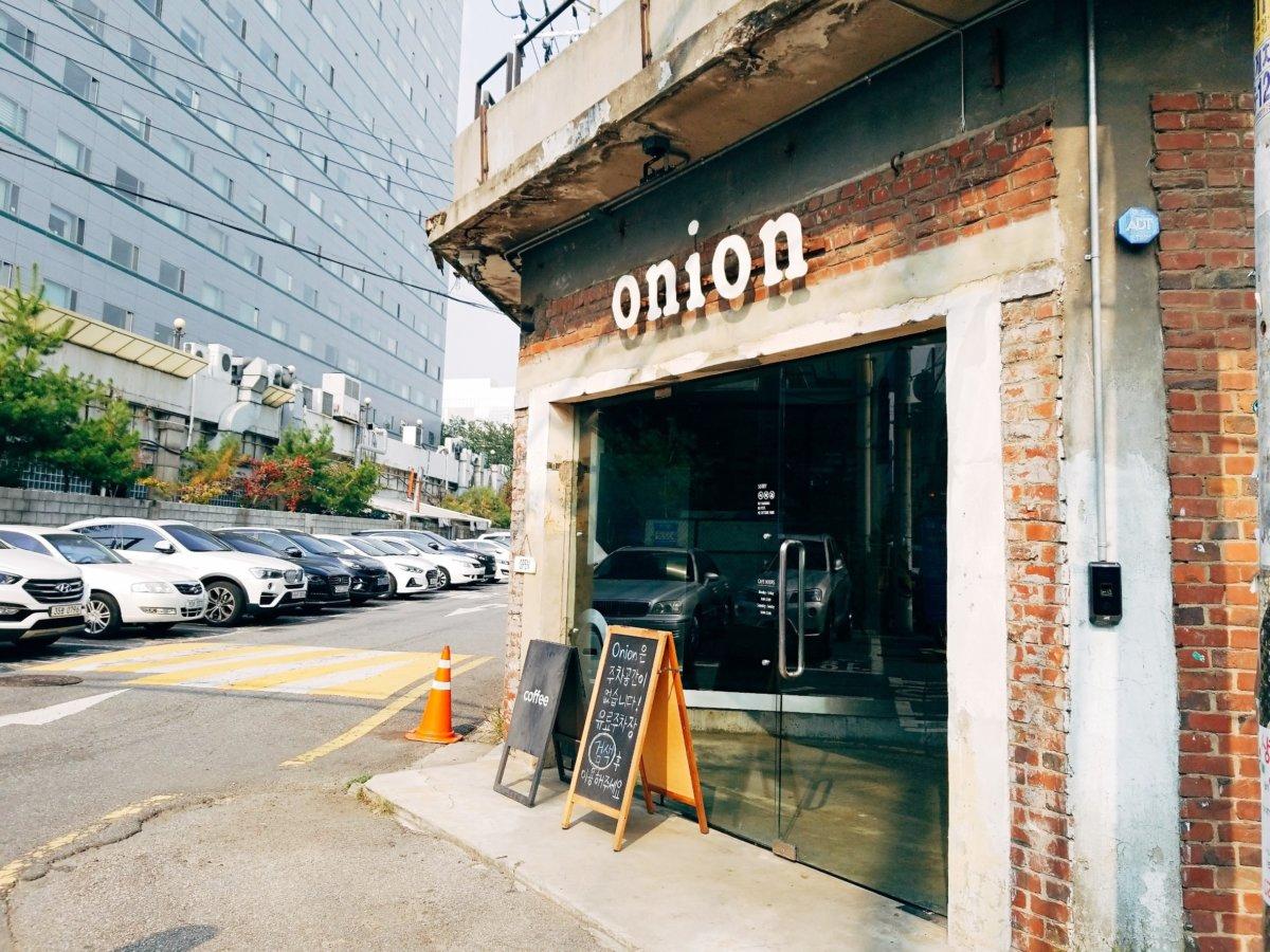 チャンミンゆかりのカフェcafeonion(カフェオニオン):入口