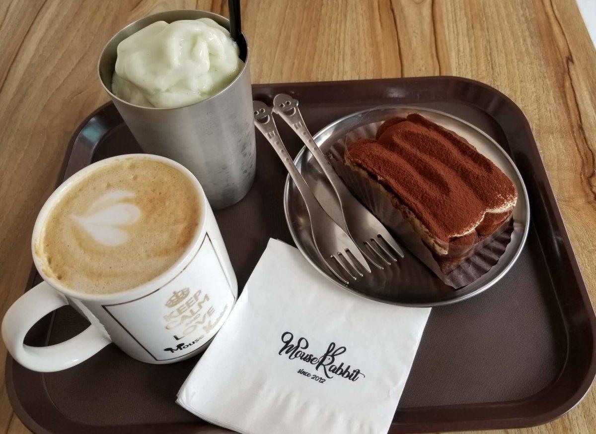 イェソン家族経営のカフェ「マウスラビット(マビ)」でコーヒー