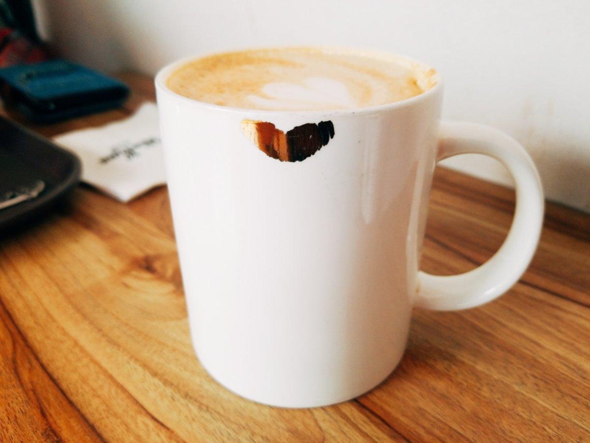 「マウスラビット(マビ)」のカップ。ハートマークが可愛い