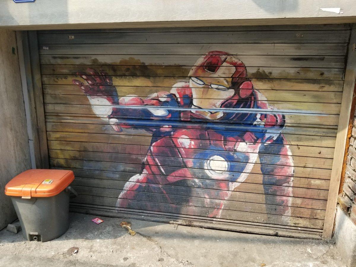 アイアンマンの壁画(上手!)