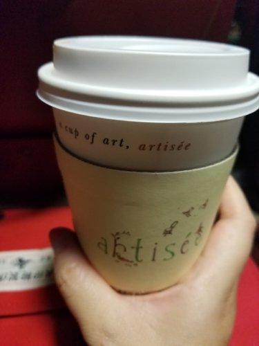 新羅免税店もらったクーポン券でカフェラテ2杯いただけました