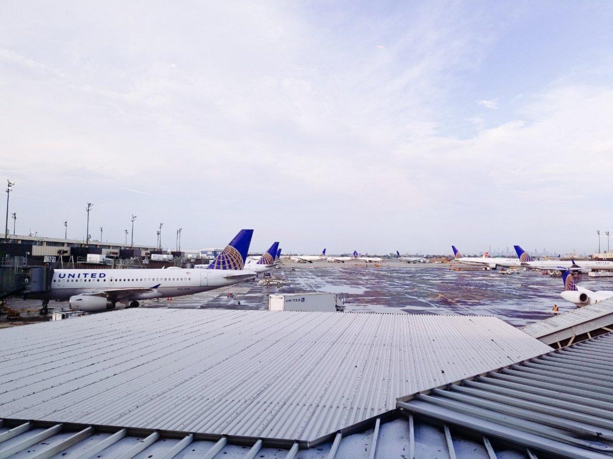ユナイテッド航空揃い踏み?!:レインボーデー:アメリカンなディスプレイ鮮やか:WDW&UORアメリカ新婚旅行