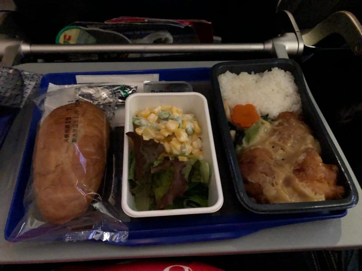 1回目の機内食:WDW&UORアメリカ新婚旅行