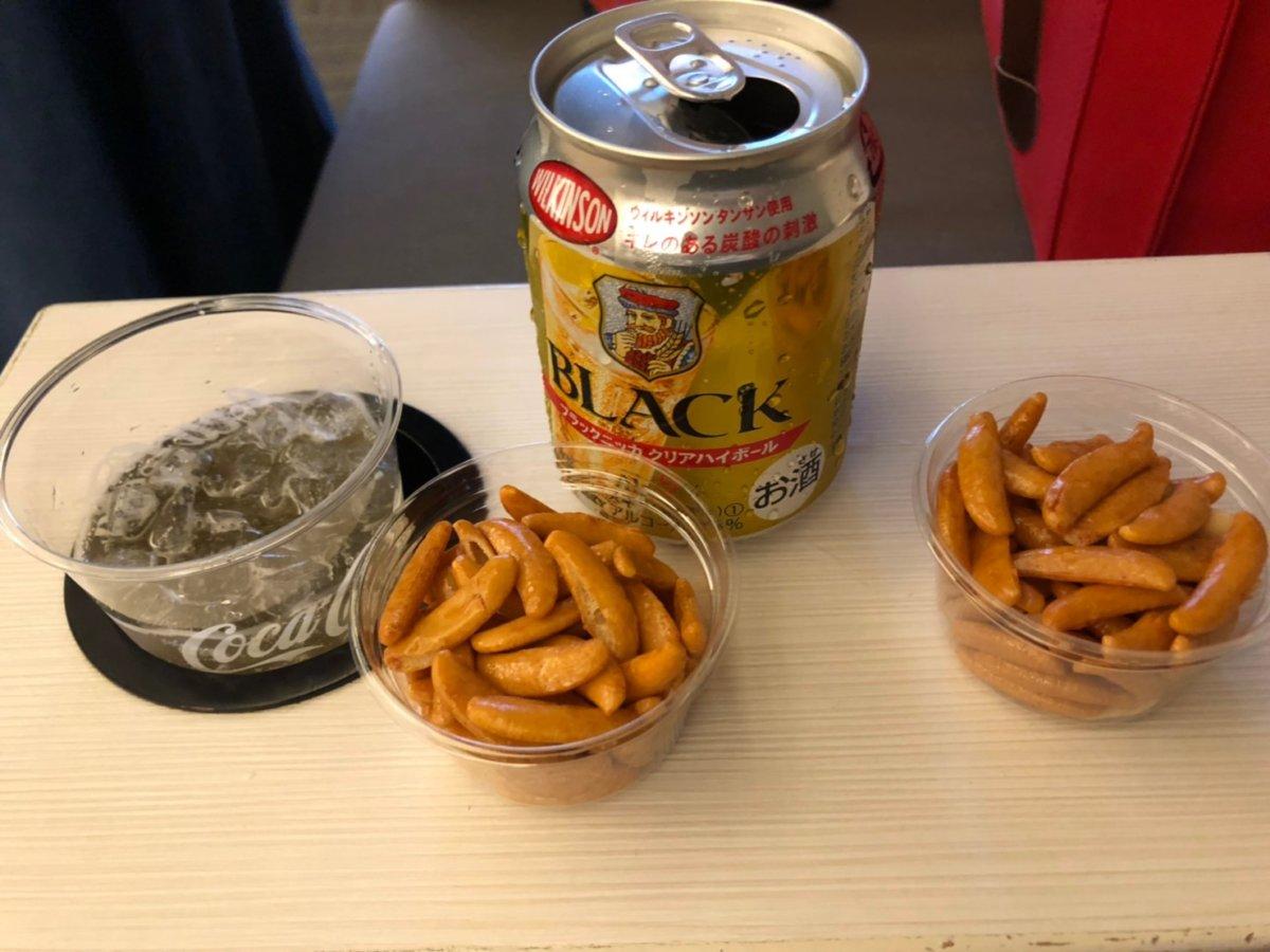 成田空港のラウンジでしばしのんびり。そして飲んじゃうイヌタ氏:WDW&UORアメリカ新婚旅行