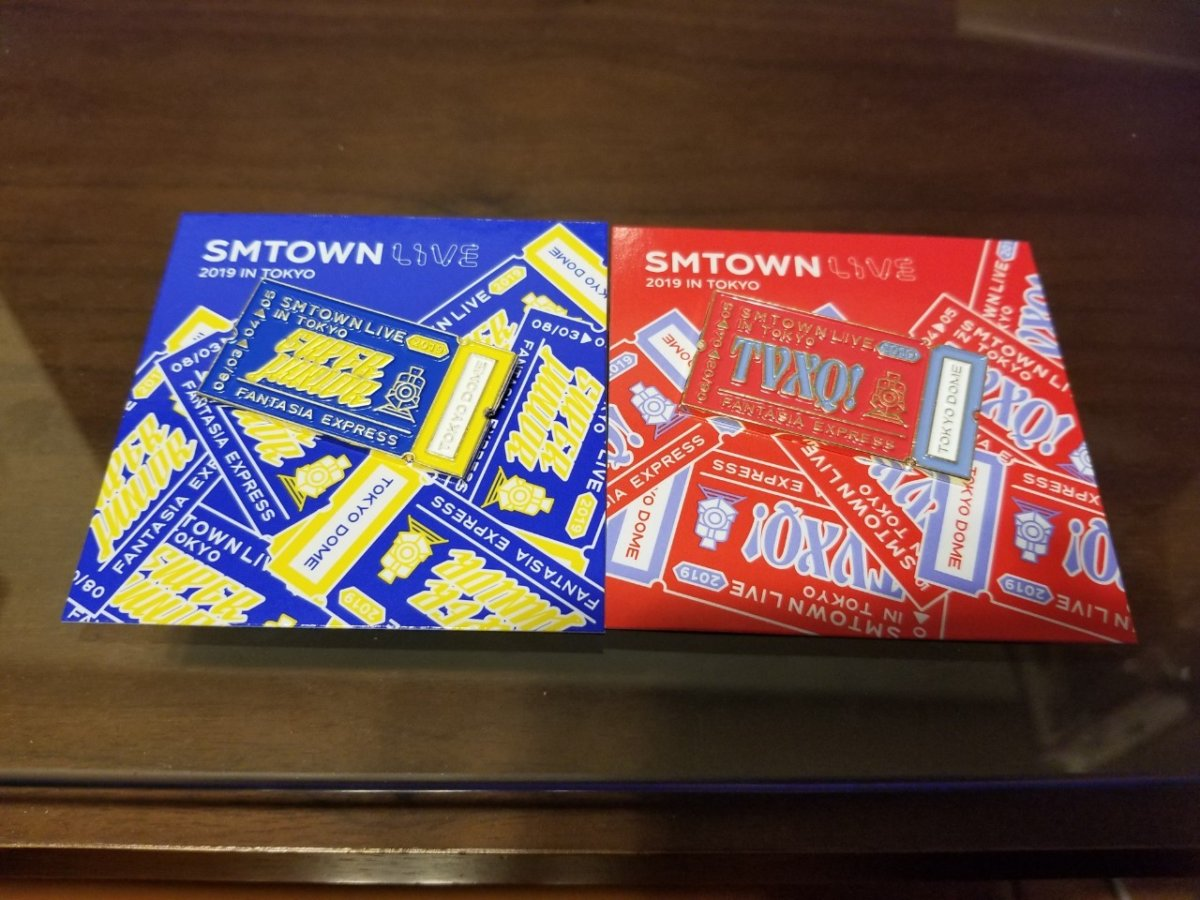 SMTOWN LIVE 2019 IN TOKYO:ピンバッチ青×赤
