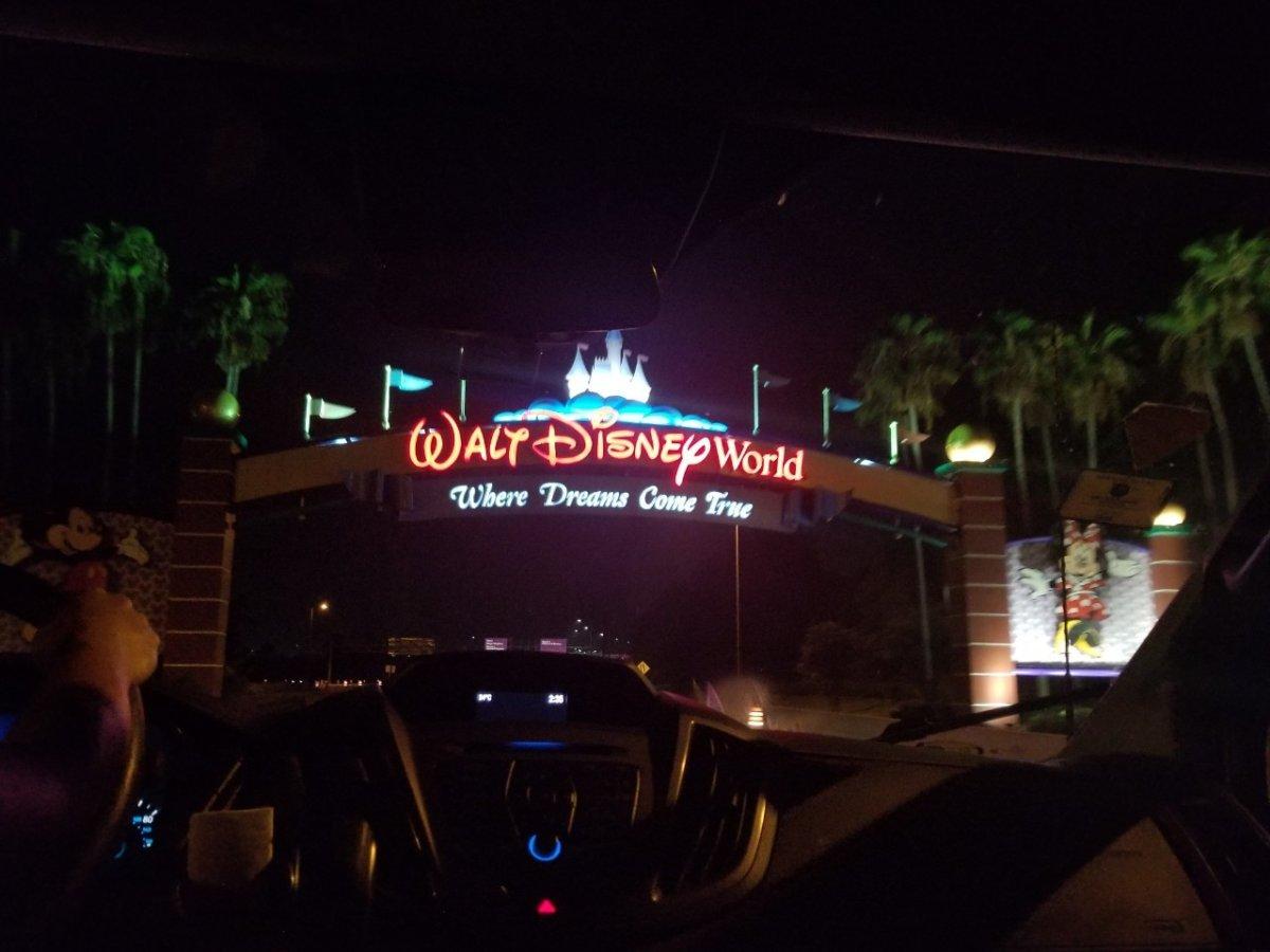 ディズニーワールドの入り口だよ、おかーちゃん!:WDW&UORアメリカ新婚旅行