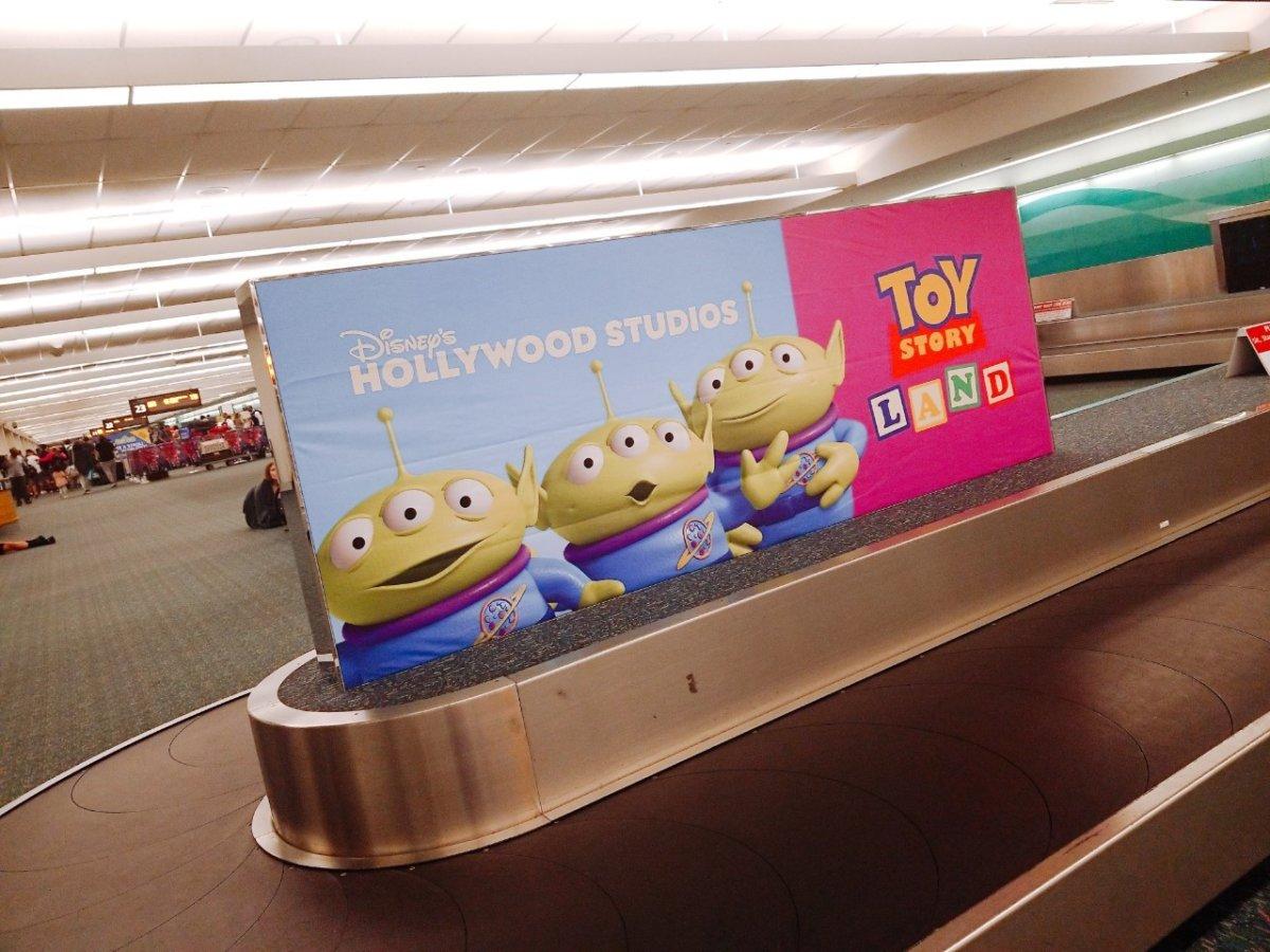 フロリダ空港にあるマジックキングダム『トイ・ストーリー』の看板:WDW&UORアメリカ新婚旅行