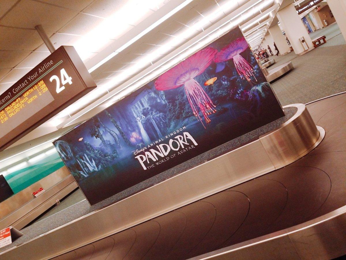 フロリダ空港にあるアニマルキングダム『アバター』の看板:WDW&UORアメリカ新婚旅行