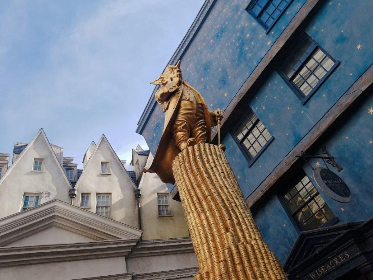 この銅像は…?:ウェザーディング・ワールド・オブ・ハリー・ポッター