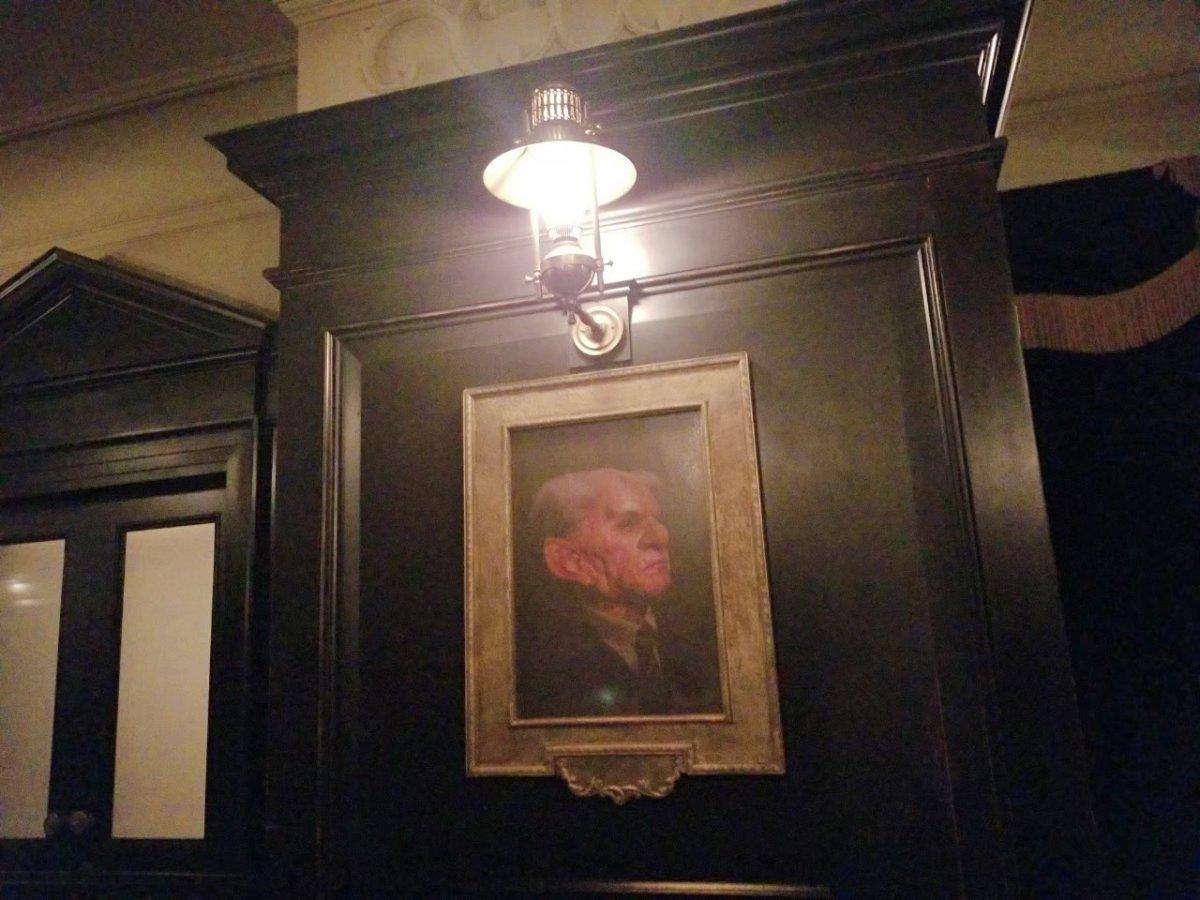 歴代の頭取の肖像画、かしら?:ウェザーディング・ワールド・オブ・ハリー・ポッター