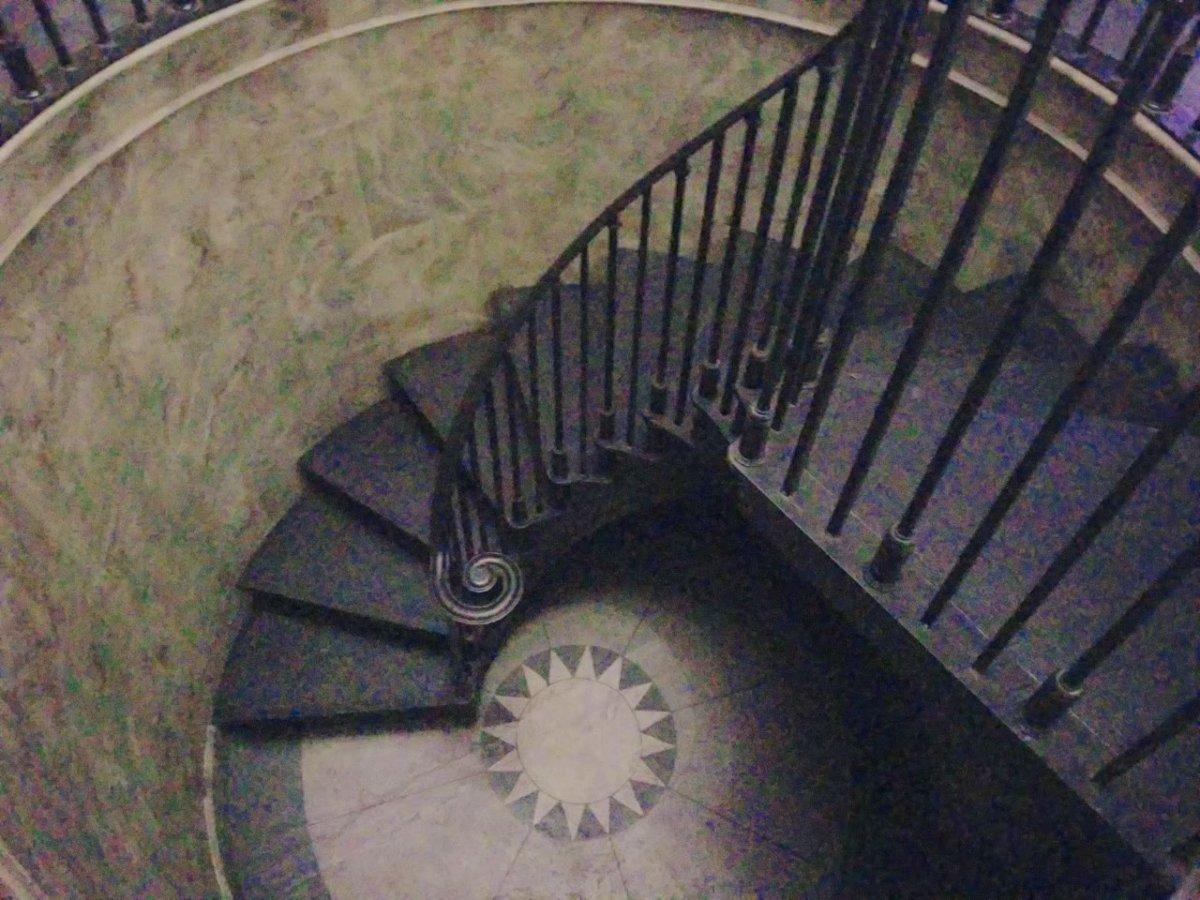 銀行の深層部へ続く階段::ウェザーディング・ワールド・オブ・ハリー・ポッター