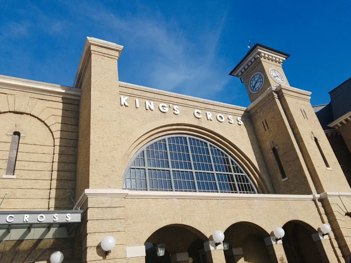 キングス・クロス駅:ウェザーディング・ワールド・オブ・ハリー・ポッター