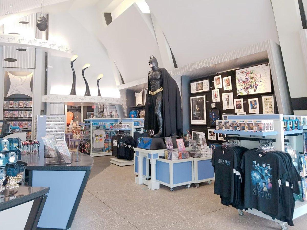 ショップにいたバットマン:メン・イン・ブラック・エイリアン・アタック