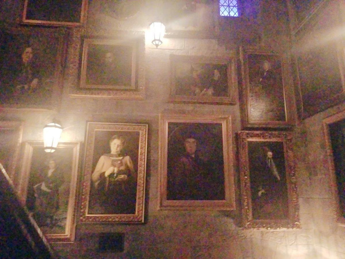 ハリー・ポッターと禁じられた旅:日本と同じで絵画が動きます