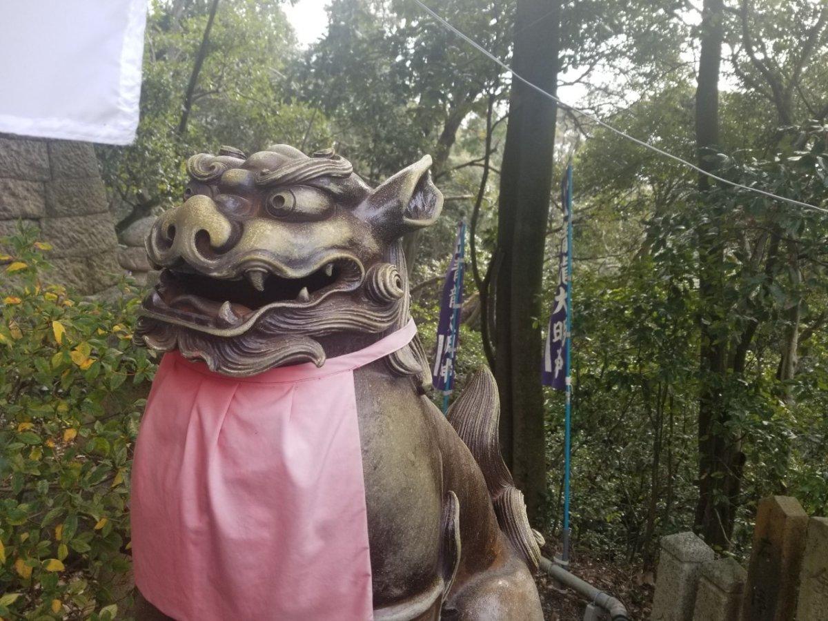 星田妙見宮:本殿前の狛犬