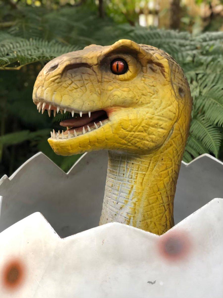 卵から飛び出る恐竜:ダイナソーアドベンチャーツアー:ナゴパイナップルパーク