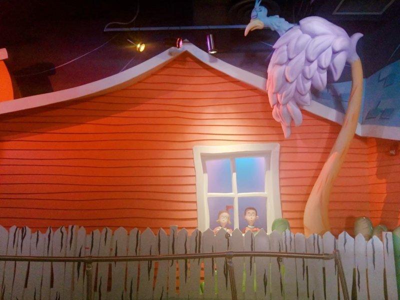 ザ・キャット・イン・ザ・ハット。ちょっとシュールじゃない?このキャラクターの男の子と女の子。そして眠そうなバード…!!