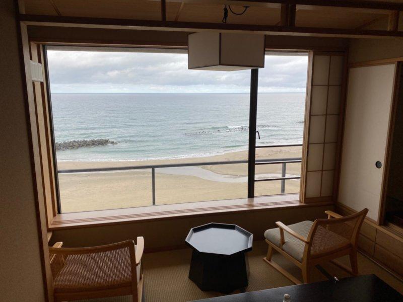 遊水亭いさごや:朝の日本海