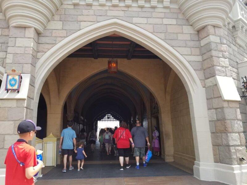 マジックキングダム:シンデレラ城入口